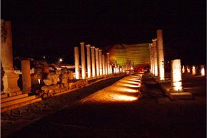 עתיקות בית שאן בלילה