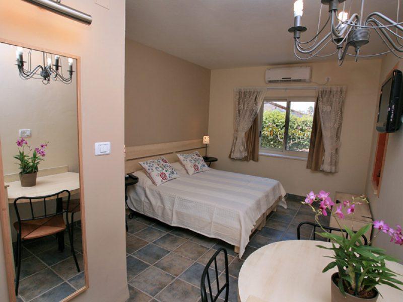חדר זוגי עם מיטה לילד עד גיל 10