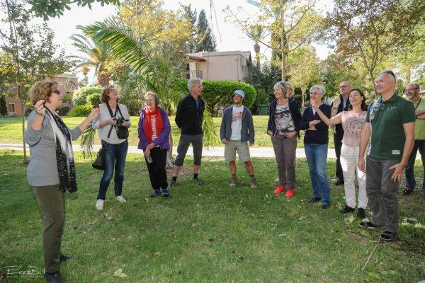 סיור תיירים בקיבוץ